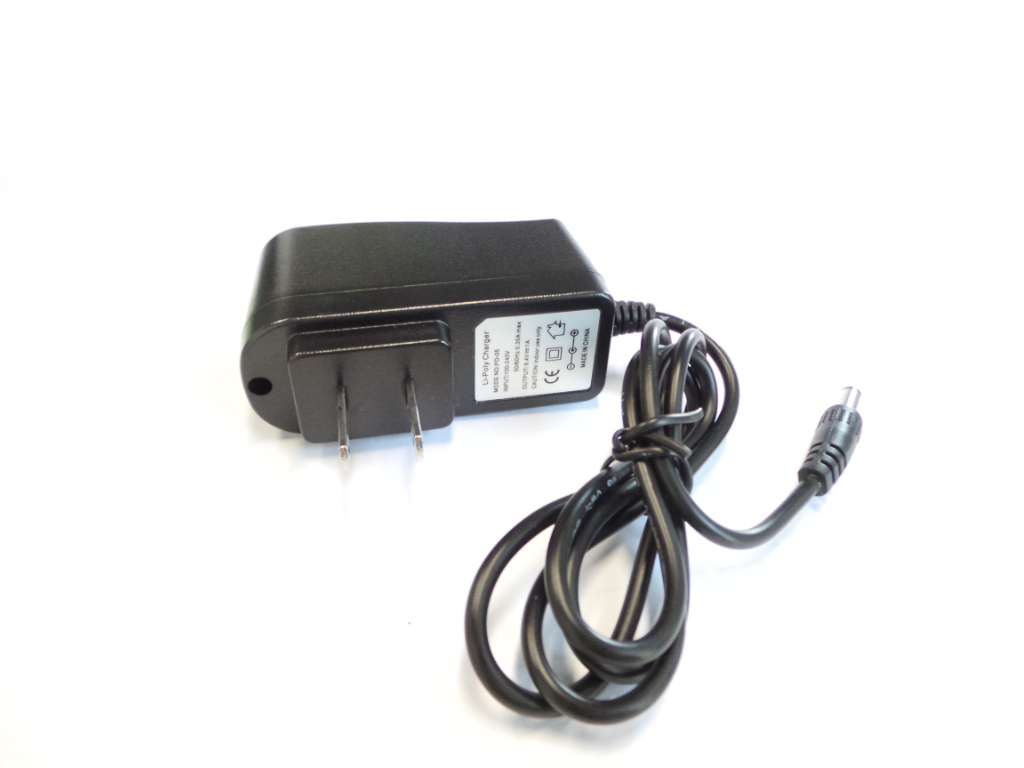 Caricatore charger li-poly charger mode no: PD-05 OUTPUT 8.4V 1A