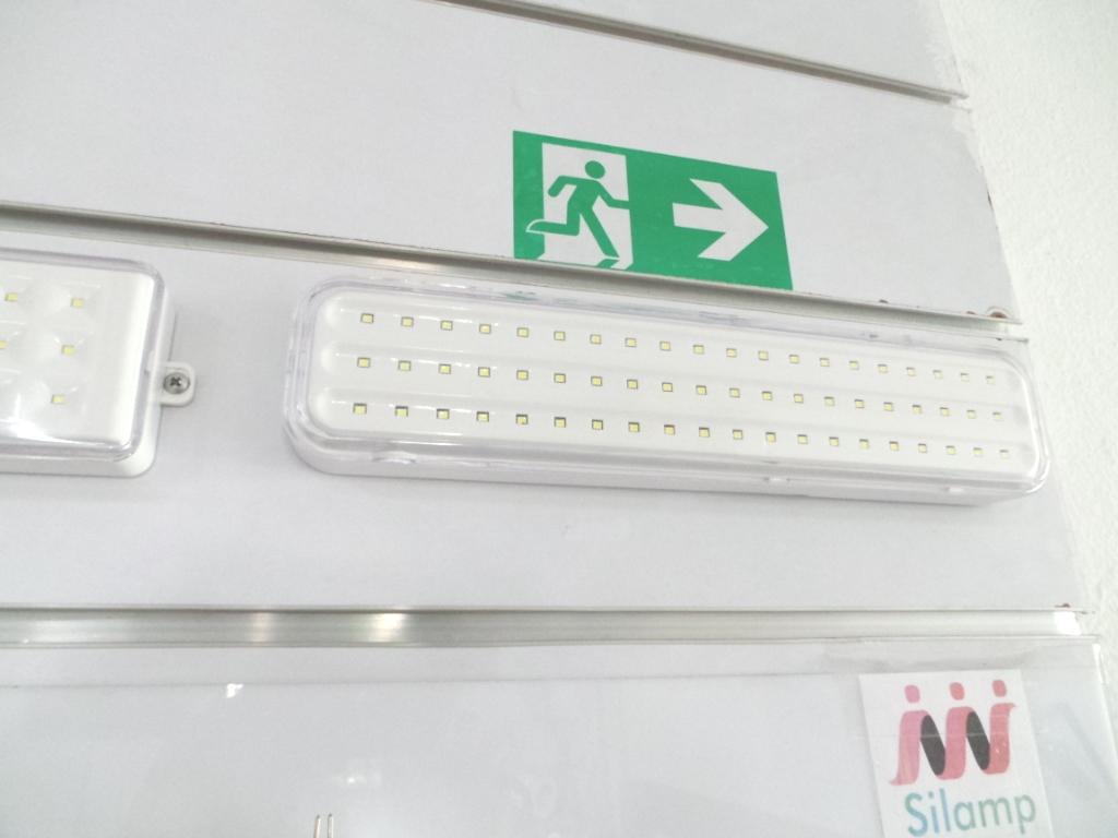 Plafoniere Led Con Emergenza : Lampada di emergenza beghelli a led w se autonomia ore