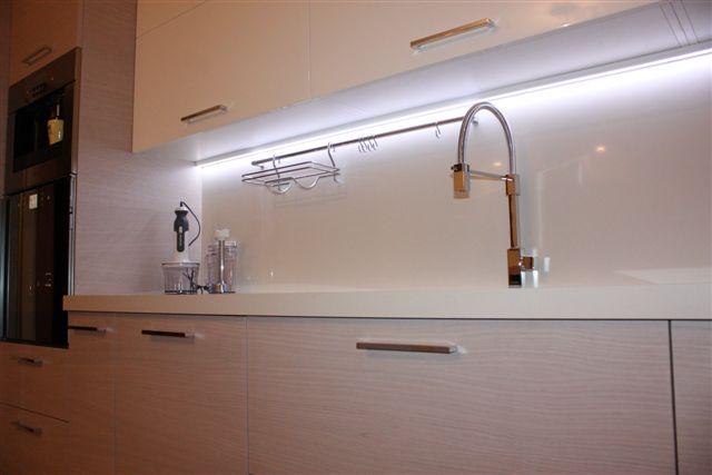 Lampade Per Sottopensili Cucina: Led sottopensile cucina batteria ...